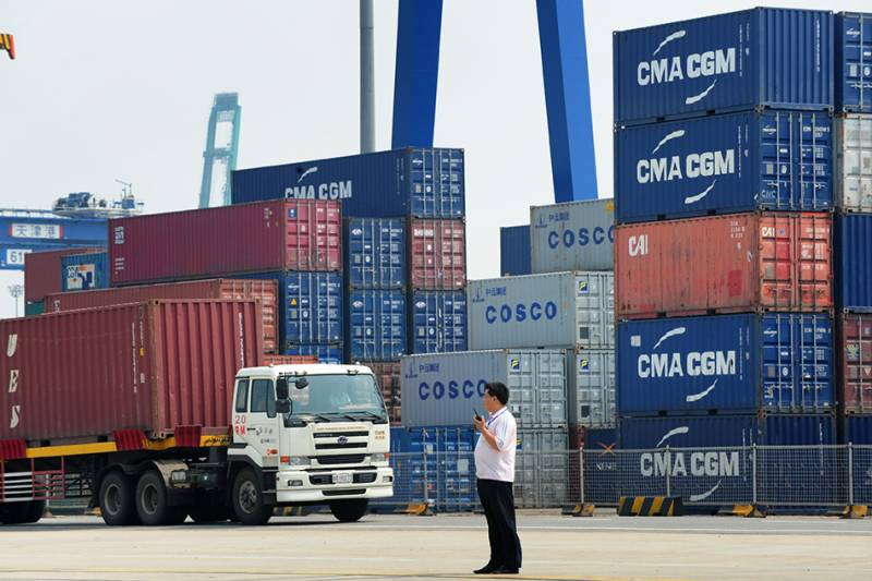 China exports beat forecasts in August, imports falter