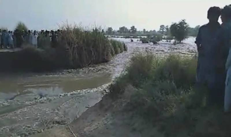Breach in Indus protective dyke submerges several Katcha villages