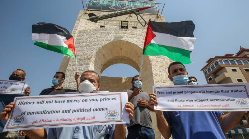 Isolated Palestinians in search of new allies