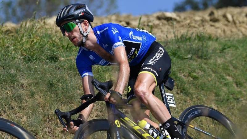 Yates still in Tirreno blue as Merlier takes stage 6