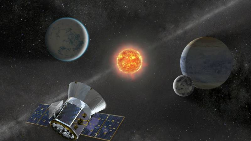 First giant exoplanet found orbiting extinguished star