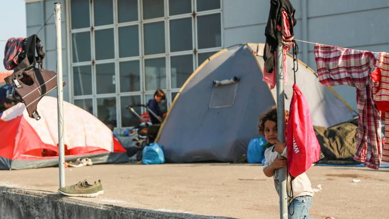 Greek police move homeless migrants to new Lesbos camp