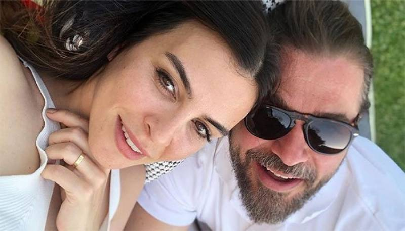 Ertugrul star Engin Altan's selfie with wife wins hearts of fans