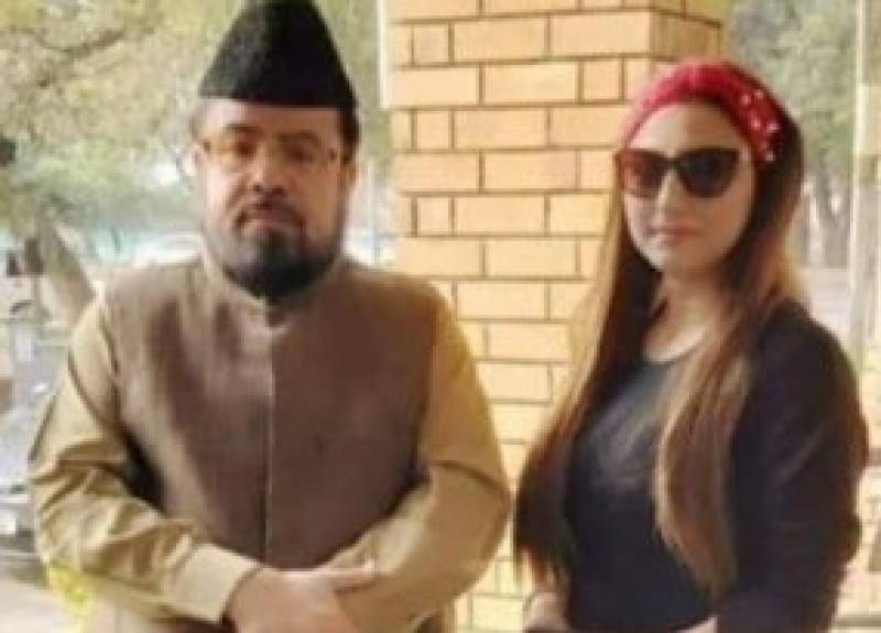 Hareem Shah 'lectures' Mufti Qavi on ethics, and he takes it!