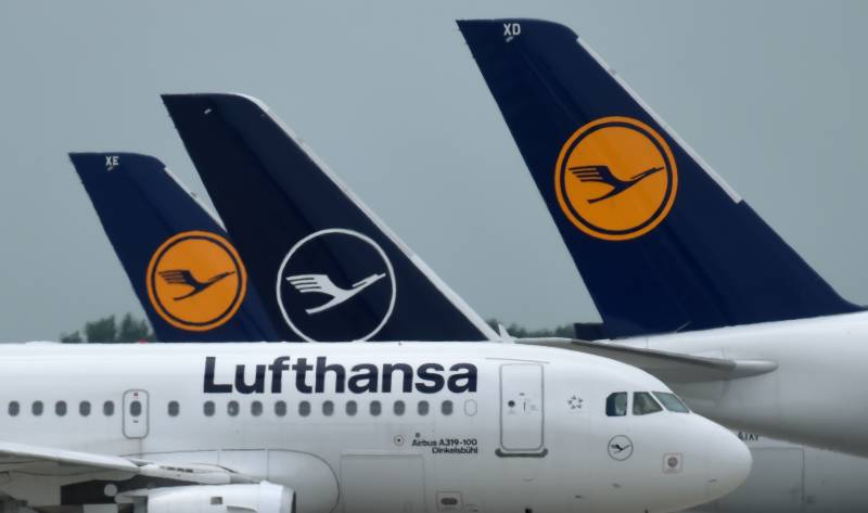 Lufthansa to cut more jobs as it loses 500 mn euros a month
