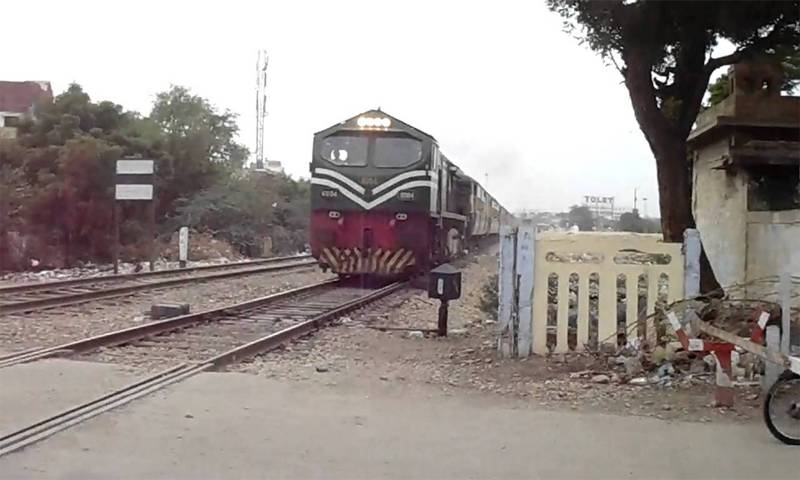 Train crushes man to death in Okara