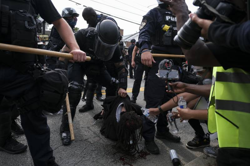 Two US police officers shot as protests erupt over Breonna Taylor case