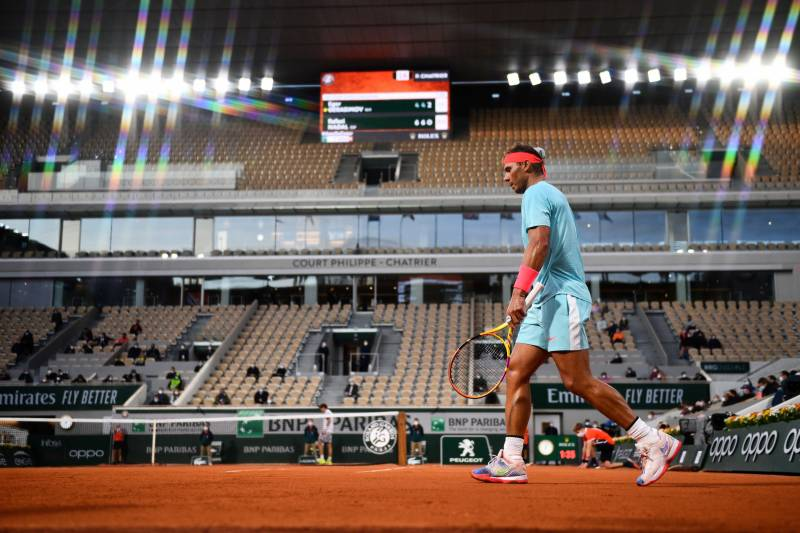 Nadal eases into Roland Garros second round