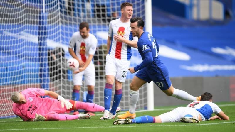 Chilwell stars as Chelsea crush Palace