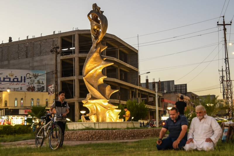 In Iraq's Mosul, new statues rise from ashes of IS rule