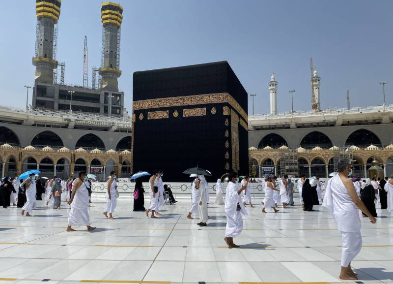 Umrah resumes with extensive health precautions