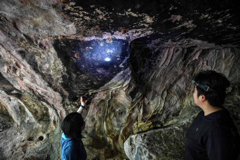 Thai archaeologists hunt ancient artwork in caves