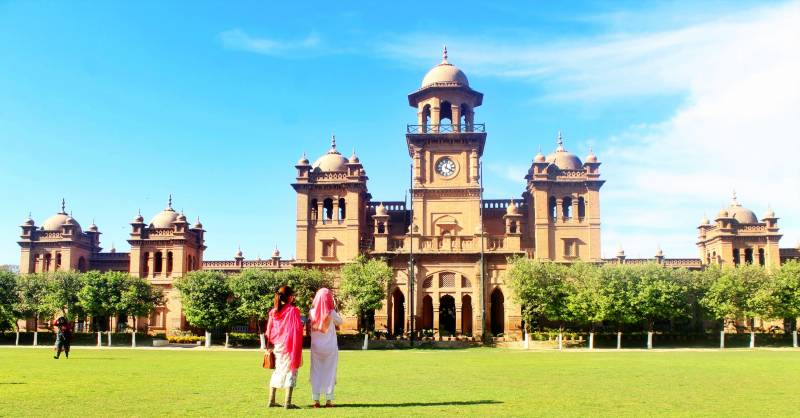Historic Islamia College Peshawar without internet in 21st century