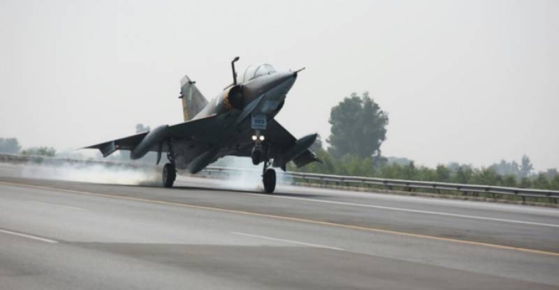 PAF jet fighters carry out exercise on motorway