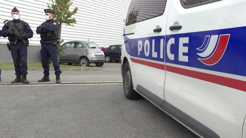 Suspect detained after shooting of two French police officers