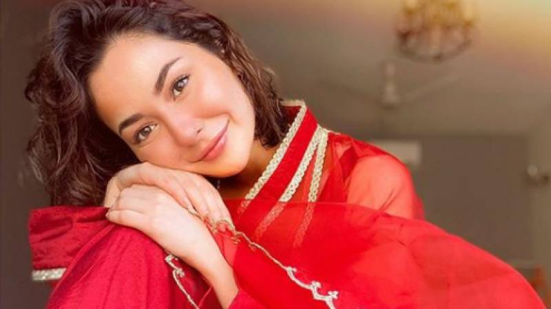 Hania Aamir wins over internet with new singing video