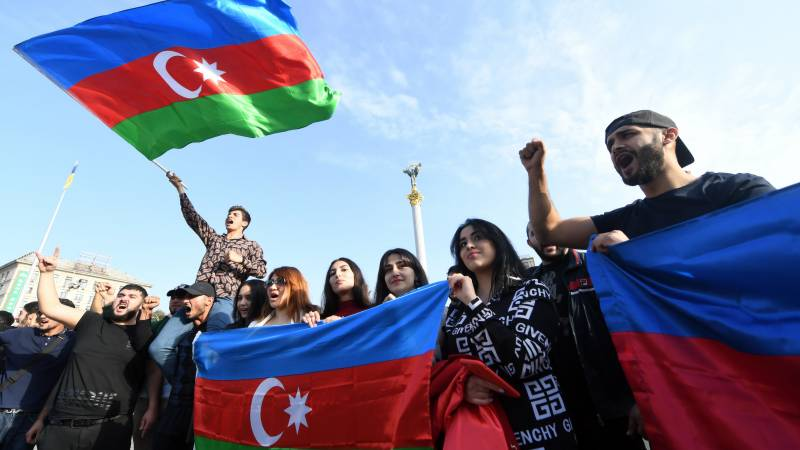 New Armenia-Azerbaijan clashes as ceasefire fails to hold