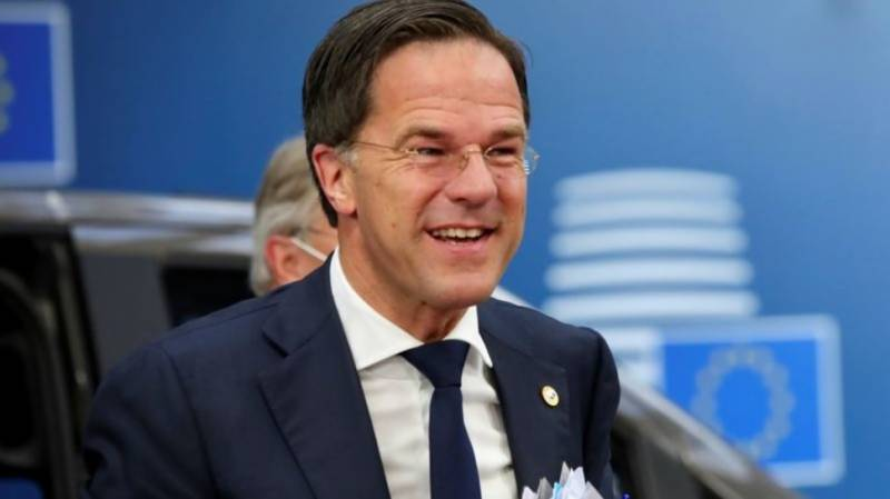 Dutch PM orders 'partial lockdown', bars and cafes to close