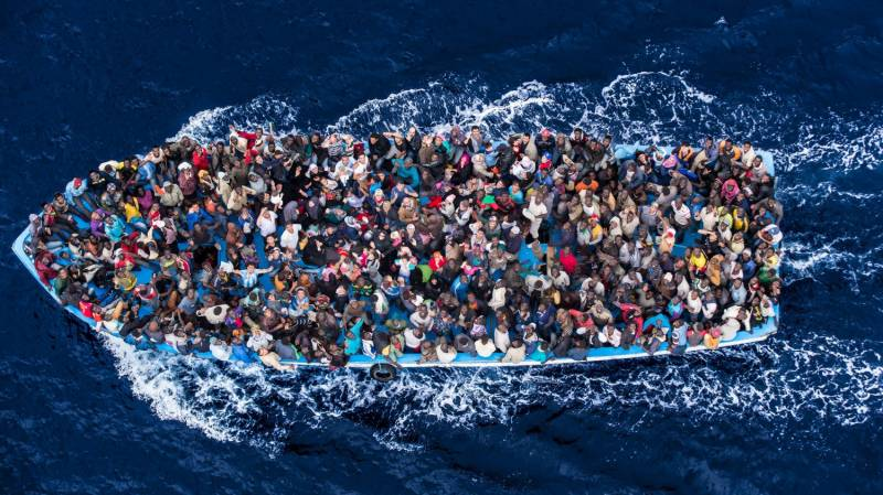 Thirteen drowned off Tunisia as migrant boat sinks