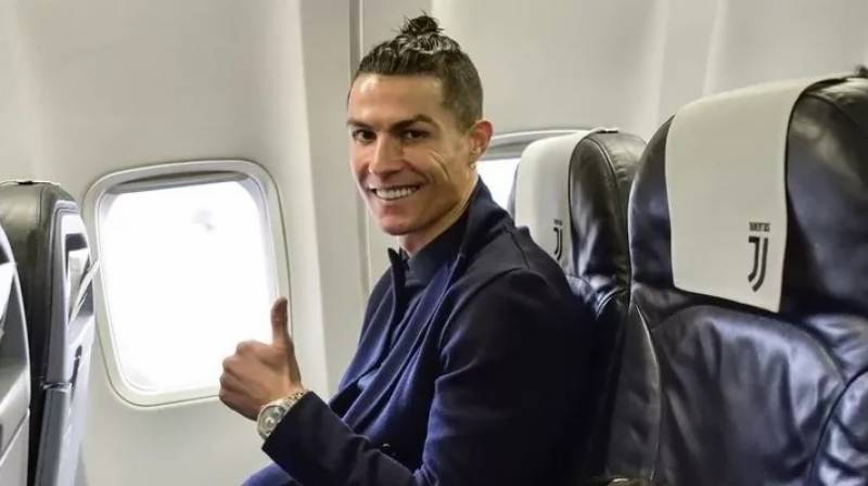 Cristiano Ronaldo flies back to Italy after positive test