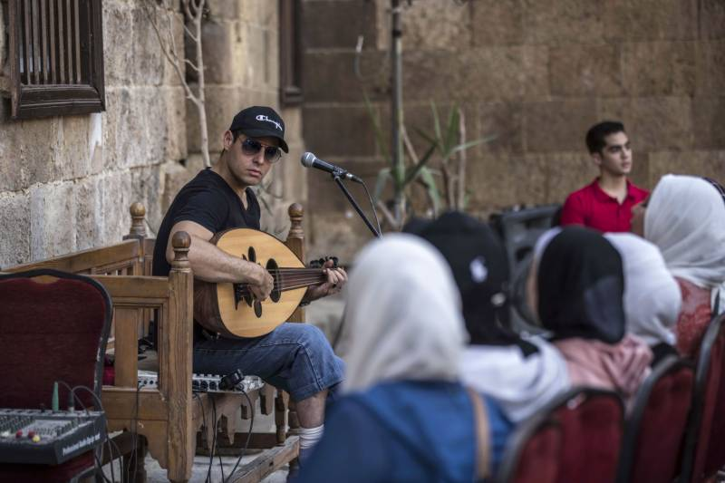 Egypt singer adds modern touch to religious chanting