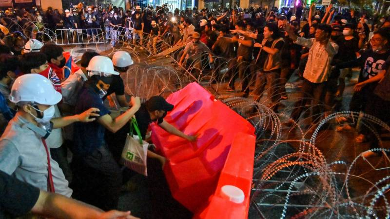 Thai PM says may lift emergency decree as rival rallies rock nation