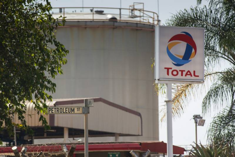 Oil giant Total says profits sink on low crude price