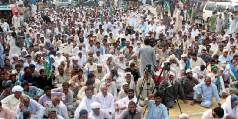 Farmers gather in Lahore to press for cut in prices of inputs