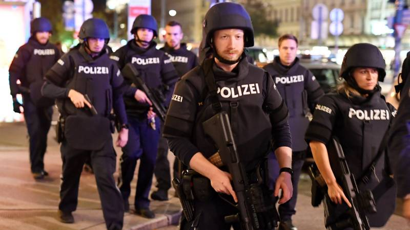 Two dead, including one attacker in Vienna shooting
