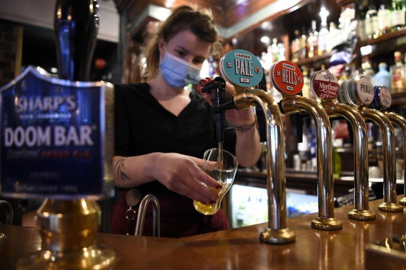 Anger at second virus closing time for English pubs