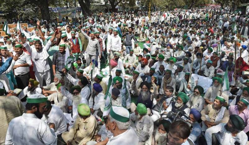 Over 200 arrested as Lahore police use force against farmers