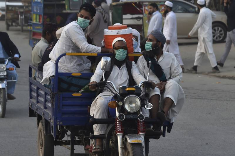 Coronavirus claims 30 more lives in Pakistan, 1,376 new cases reported