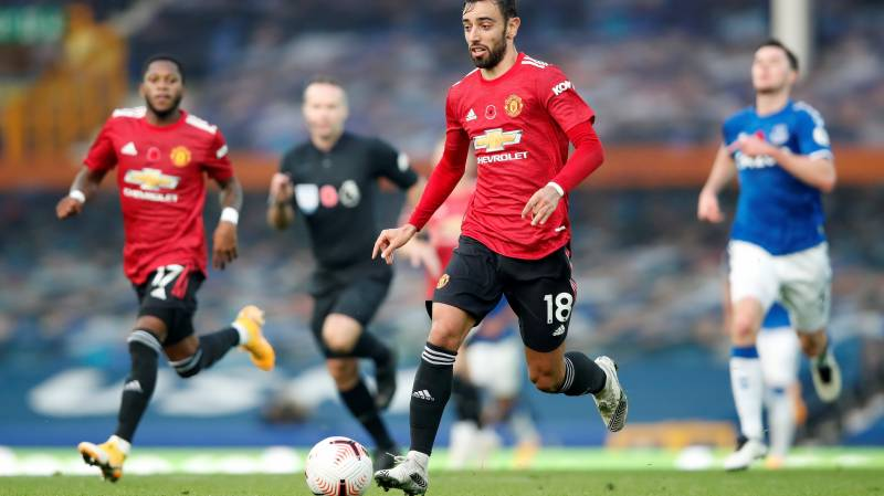 Fernandes at the double as Man Utd beat Everton