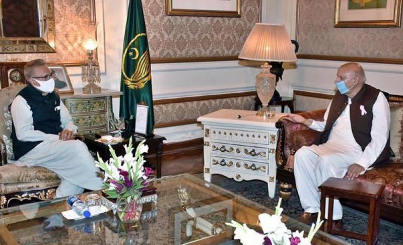 President Alvi discusses administrative, political issues with Ch Sarwar