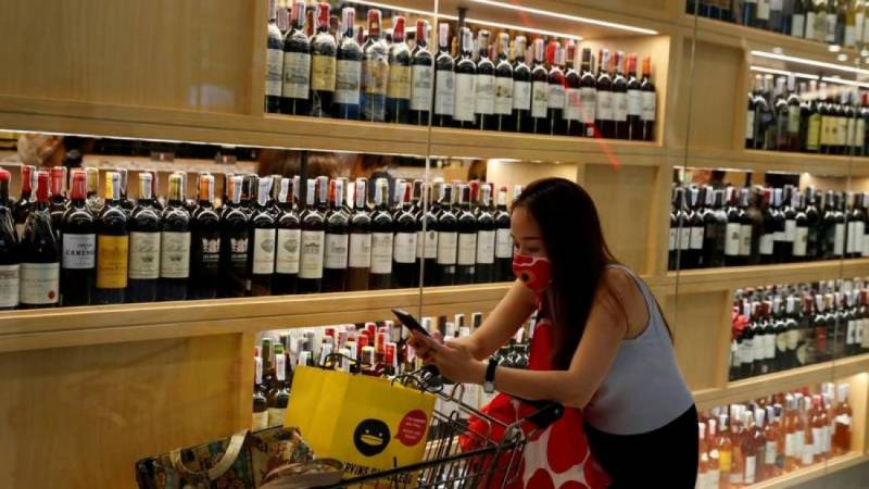 Mexico City restricts alcohol sales to tackle virus