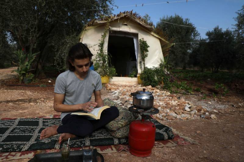 Displaced Syria teen recreates lost family home