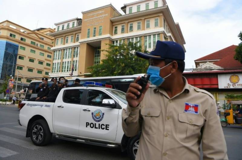 Cambodia begins mass trial of 120 opposition figures