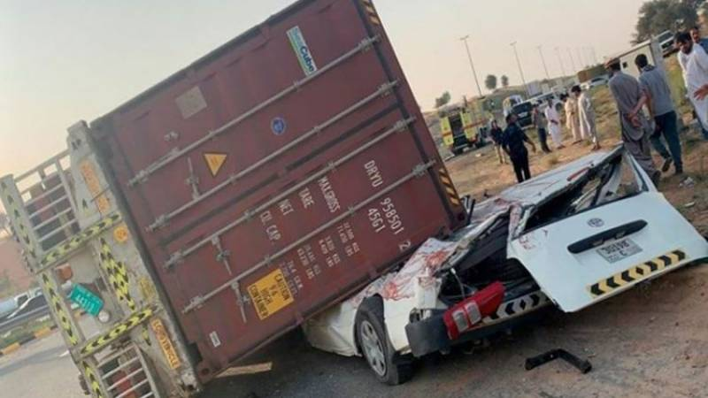 Four die after truck falls on car in Kashmore