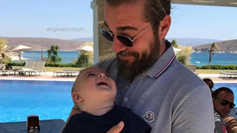 Ertugrul's latest picture with son wins hearts of fans