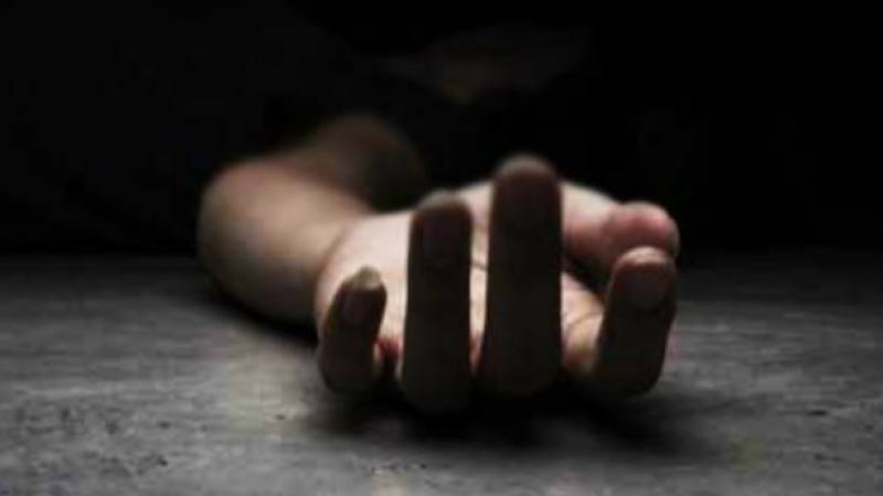 Father of seven ends life in Sindh village