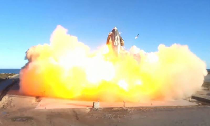 SpaceX prototype rocket blasts off ... and crashes in fireball