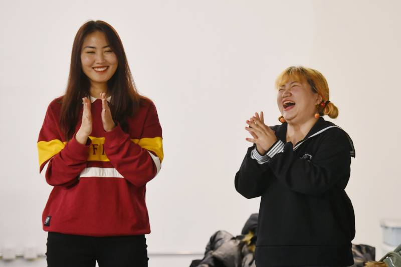 China's trailblazing female comedians tackle taboos