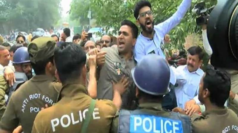 Police, PDM workers 'play hide and seek' a day before Lahore rally