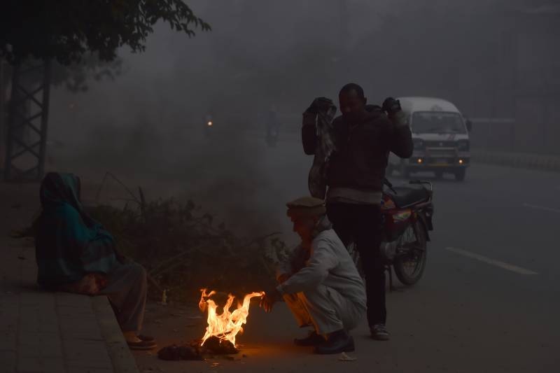 Severe cold grips Pakistan as dense fog persists in plains