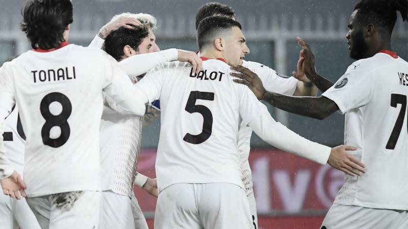 Milan clubs jostle to end year top of Serie A