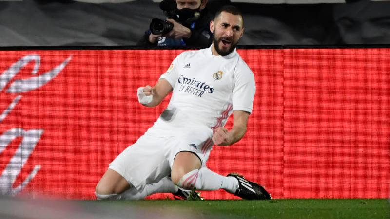 'Phenomenal' Benzema stars as Real Madrid move level with Atletico at La Liga summit