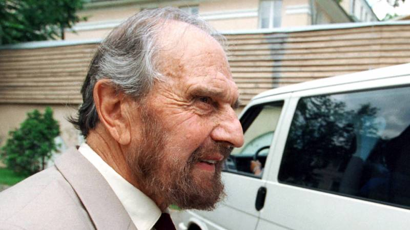 British Cold War double agent George Blake dies in Moscow