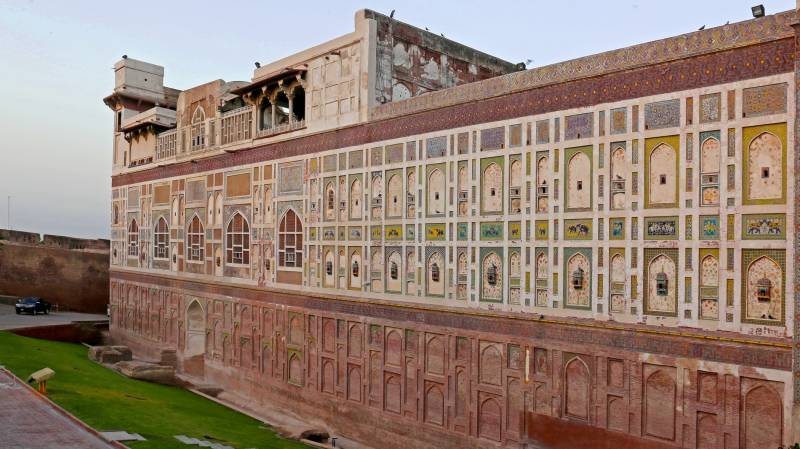 Man falls from Lahore Fort wall while taking a selfie, dies on way to hospital
