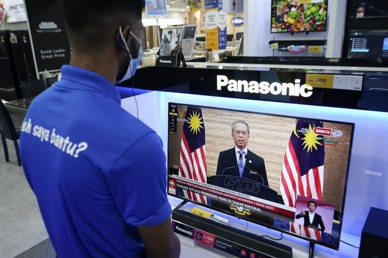 Malaysia declares virus emergency and suspends parliament