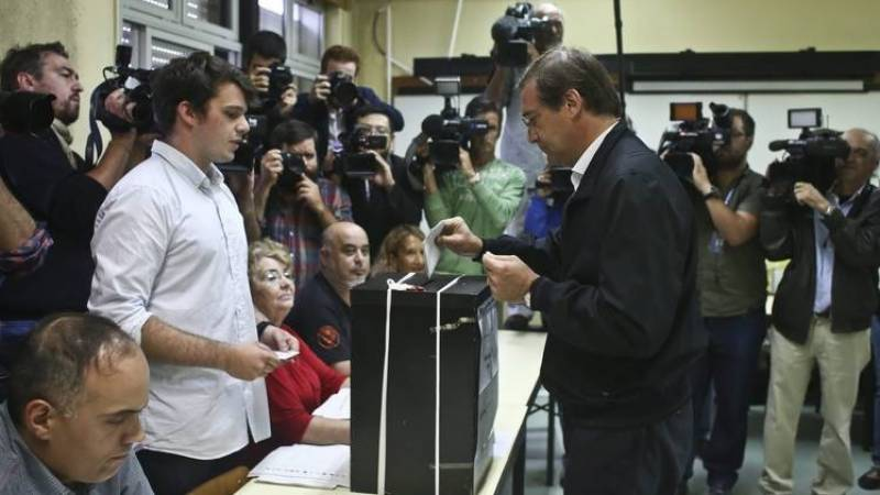 Thousands vote early in locked-down Portugal poll